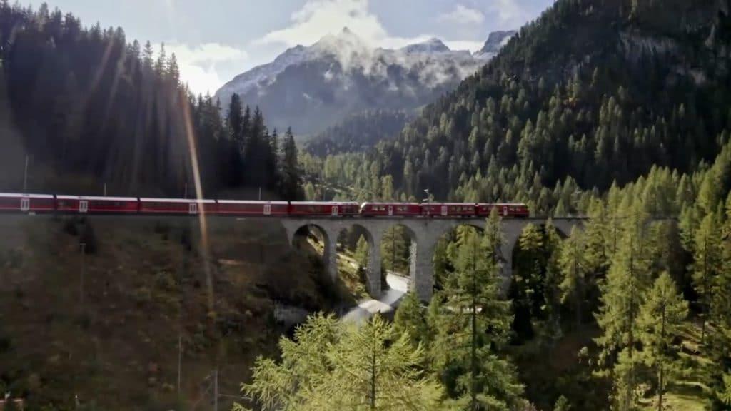 Svajc Viadukt Vonattal