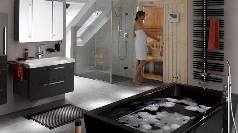 Csm Bad Modern Mit Sauna Dunkle Moebel Und Wanne 18da17e088