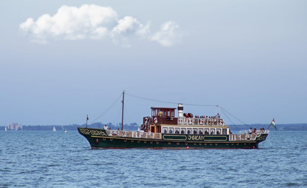Jókai hajó