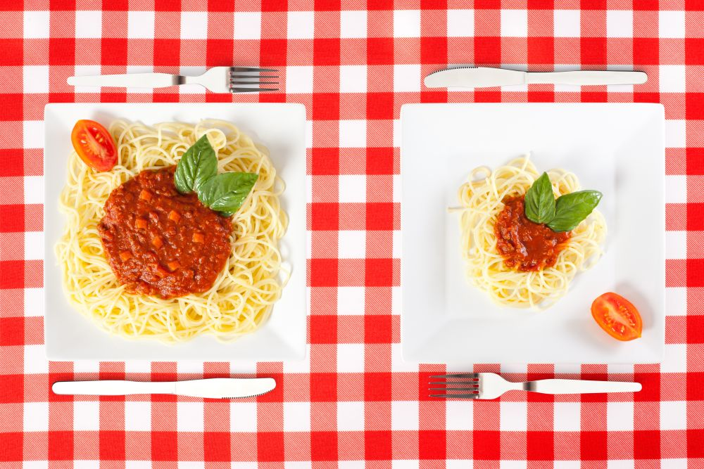 Contrasting,large,and,tiny,food,portions,of,spaghetti