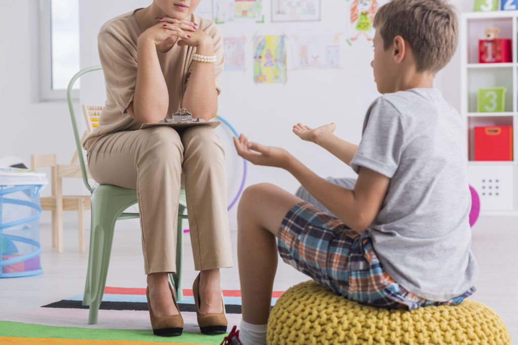 Child,sitting,on,a,pouf,,talking,with,a,psychologist