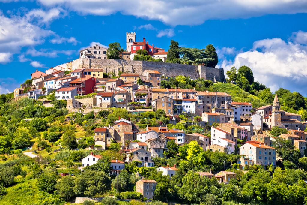 Motovun.,picturesque,historic,town,of,motovun,on,idyllic,green,hill,