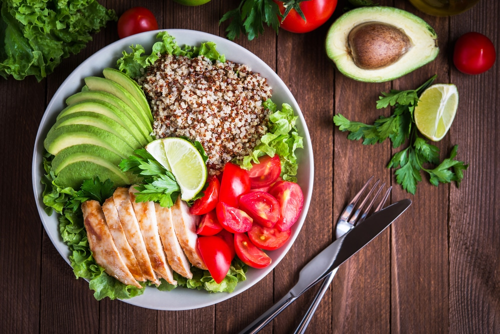 Healthy,salad,bowl,with,quinoa,,tomatoes,,chicken,,avocado,,lime,and