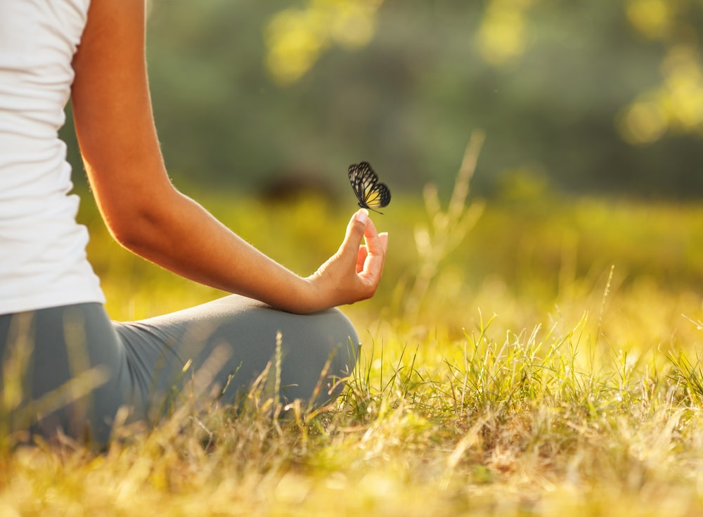 Young,woman,practicing,morning,meditation,in,nature,at,the,park.