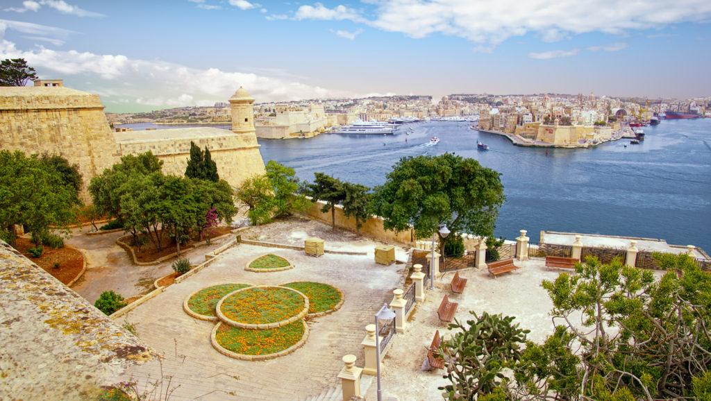 Upper,barakka,gardens,overlooking,the,grand,harbor,of,valletta,,malta