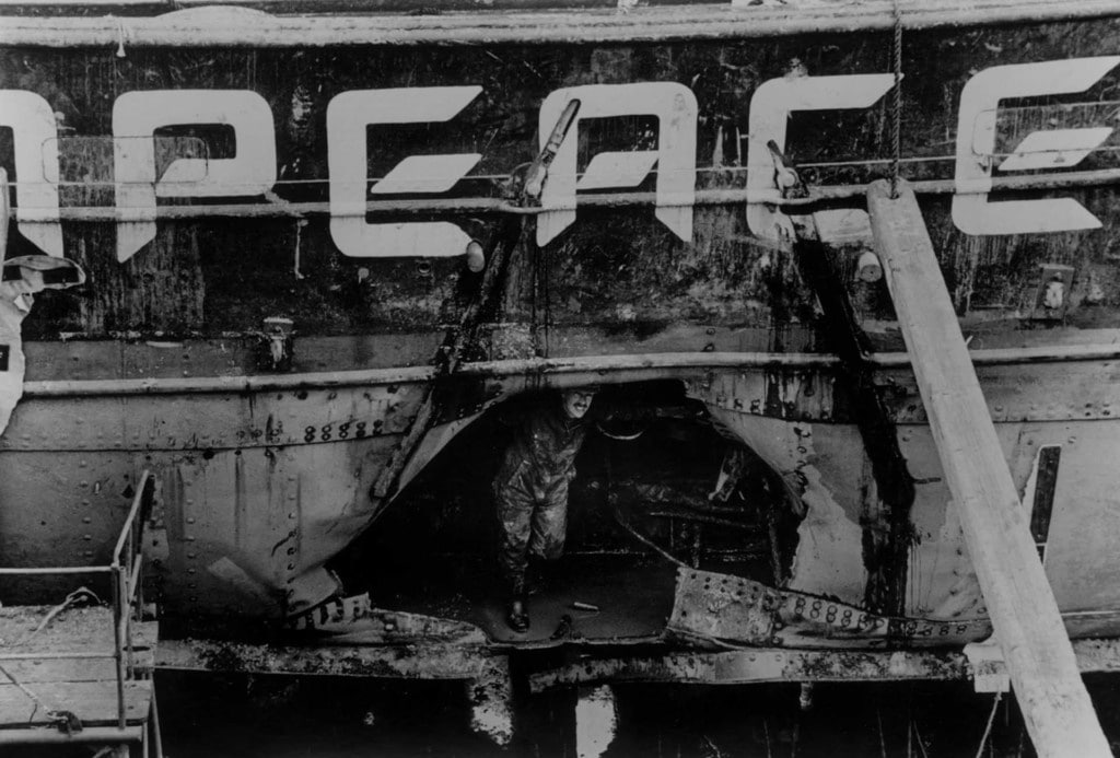Greenpeace, hajó, bomba