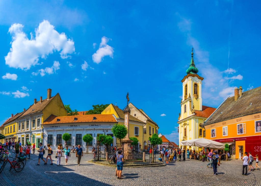 Szentendre,,hungary,may,22,,2016:,people,are,walking,on,the