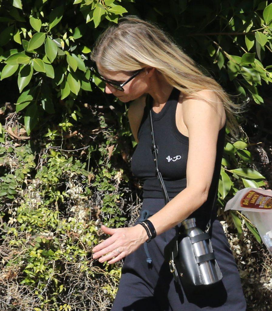Premium Exclusive Goop Girl Gwyneth Paltrow Innovates With Ear Cuffs