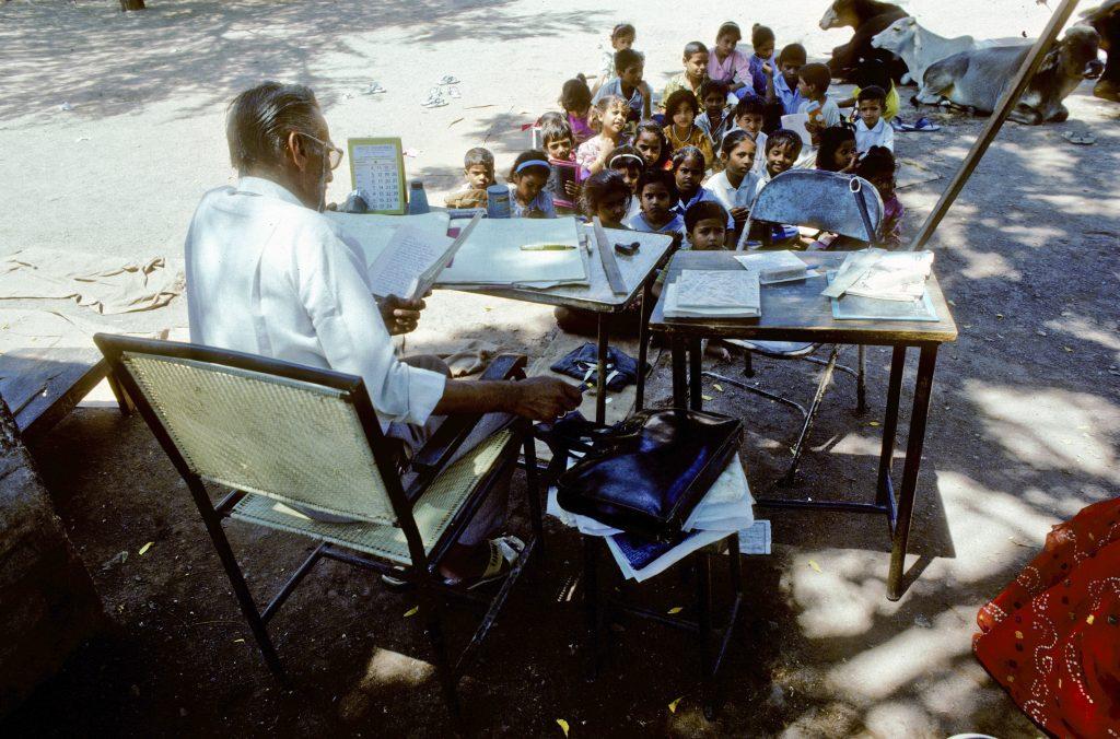 India,,agra, ,august,01:,teacher,in,the,outdoor,school