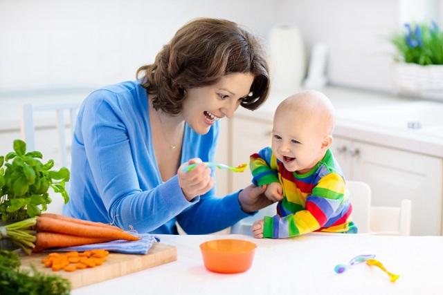 Hozzátáplálás baba-mama