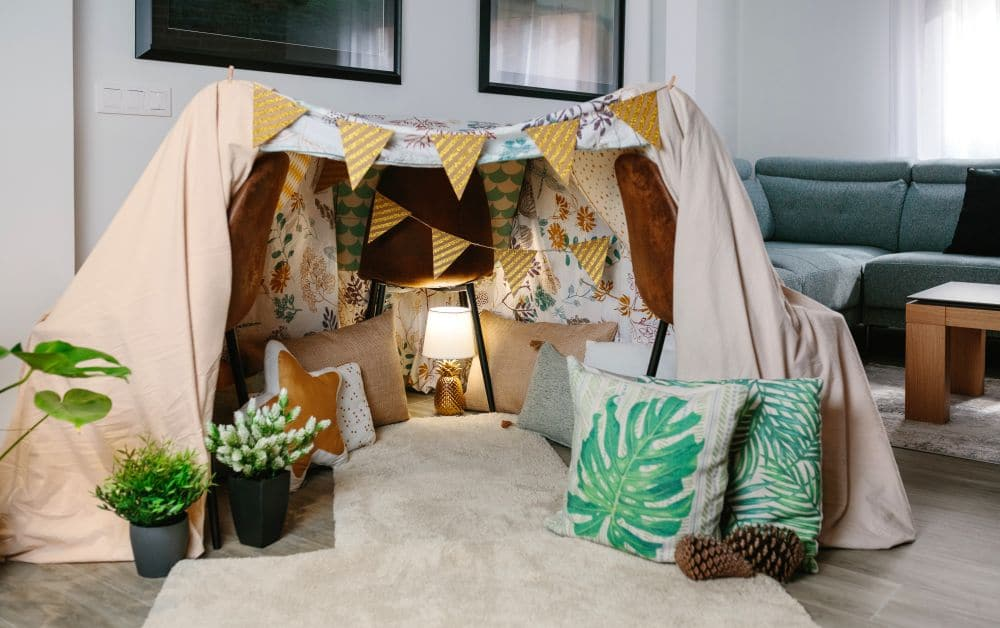 Home,made,tent,made,with,three,chairs,and,bed,sheets
